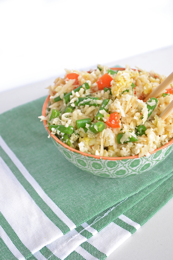 This Cauliflower Fried Rice is paleo & whole30 approved!! Super quick to throw together - click through for a video!