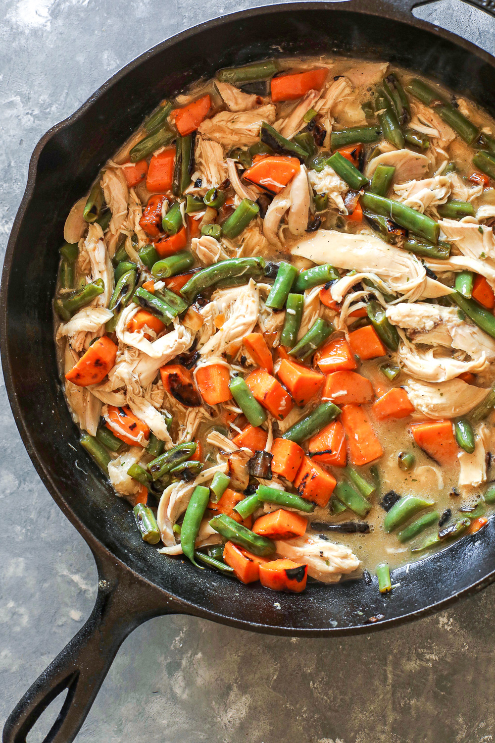 This Creamy Harvest Skillet is a quick 20 minute dinner that is Whole30 compliant and delicious!