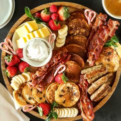 This Christmas Breakfast Board is such a fun and simple way to celebrate on christmas morning. Kid's love getting to pick what they want to build their plate!