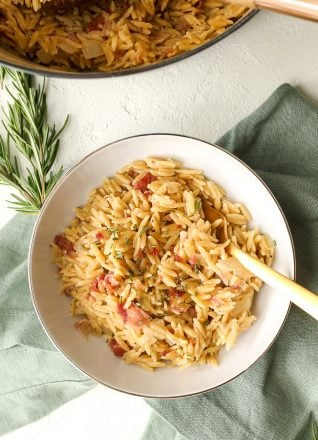 This One Pot Rosemary Bacon Orzo is dairy free and takes only 15 minutes to throw together!