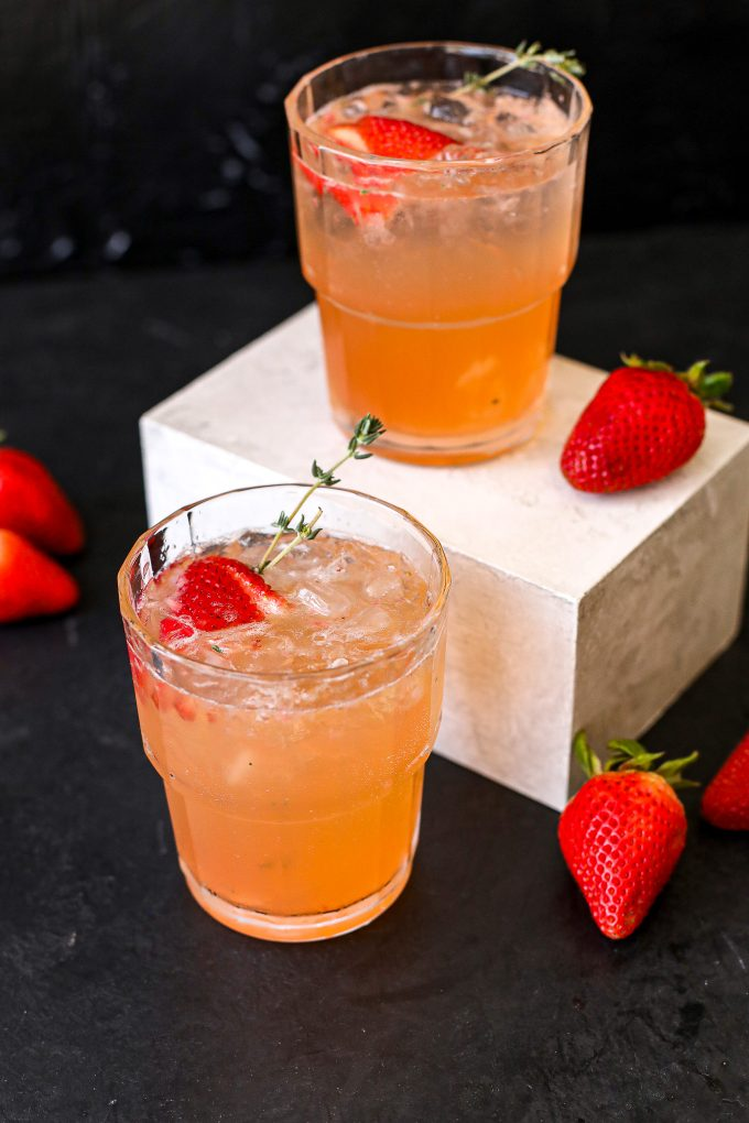 This Strawberry Thyme Spritz is a super easy and healthy cocktail you will love!
