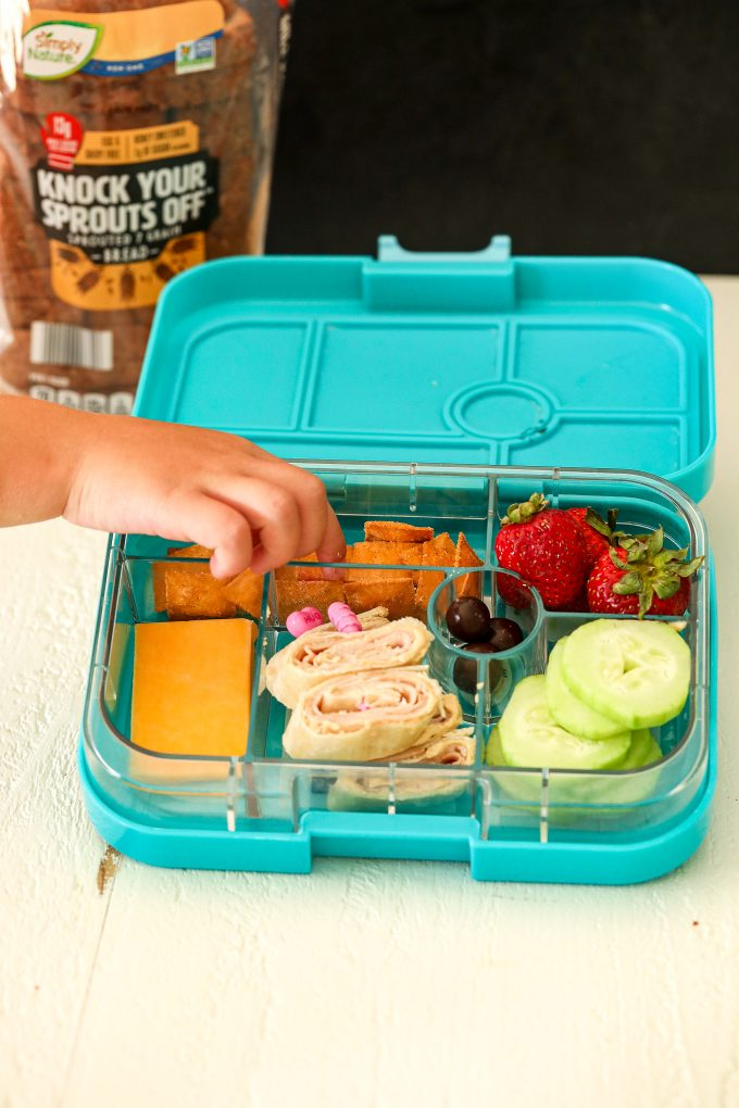 This School Lunches Guide is the perfect thing to print and keep on your fridge when you aren't sure what to make!