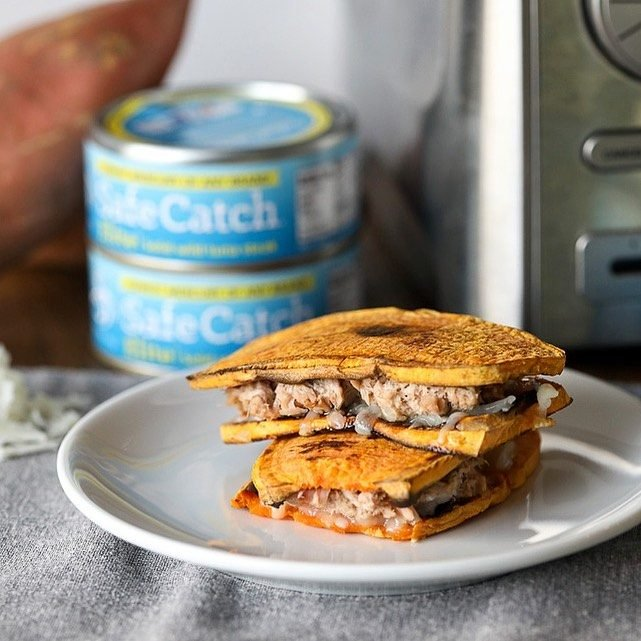 Did you guys know Sweet Potato Toast Tuna Melts were a thing!! Yeah they are and the recipe is on my blog! So tasty and packed with protein, my favorite thing about tuna. Would you make it?? - https://littlebitsof.com/2018/11/sweet-potato-toast-tuna-melt/