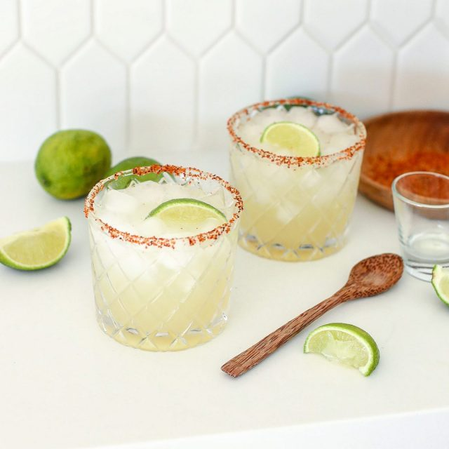 The BEST Healthy Margarita is now on the blog!!! These are my go-to margs that you can keep sippin because they aren't too sweet and so dang refreshing. @tajinusa rim is highly recommended! Oh and they look real good in these @crateandbarrel glasses. Link to the recipe is in my bio! - https://littlebitsof.com/2020/08/the-best-healthy-margarita/